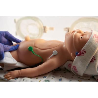 LF01420 - Resuscitační simulátor novorozence C.H.A.R.L.I.E. s interaktivním EKG simulátorem