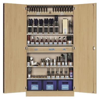 Dílenská skříň se základním nářadím pro kovoobrábení