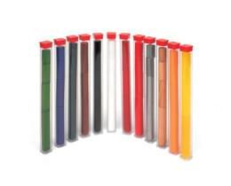Vzorky 12 různých materiálů o čtyřech různých velikostech od každého