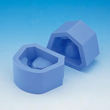 Forma na sádrové modely (třída II skupina 1 stěsnané zuby)