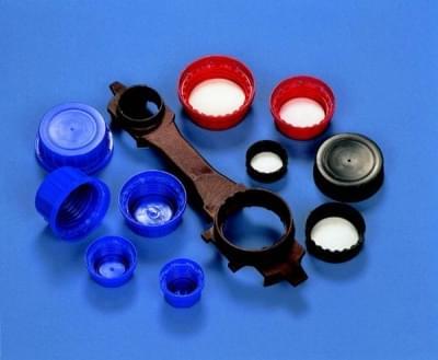 Uzávěr šroubovací PP, modrý, s konickým těsněním a pojistným kroužkem, pro láhve 250 - 350 ml